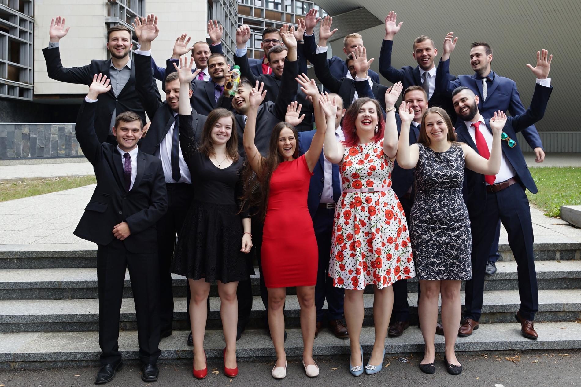 5250cb3a1d2f V druhej polovici júna 2018 začali v Aule Technickej univerzity vo Zvolene  slávnostné promócie absolventov